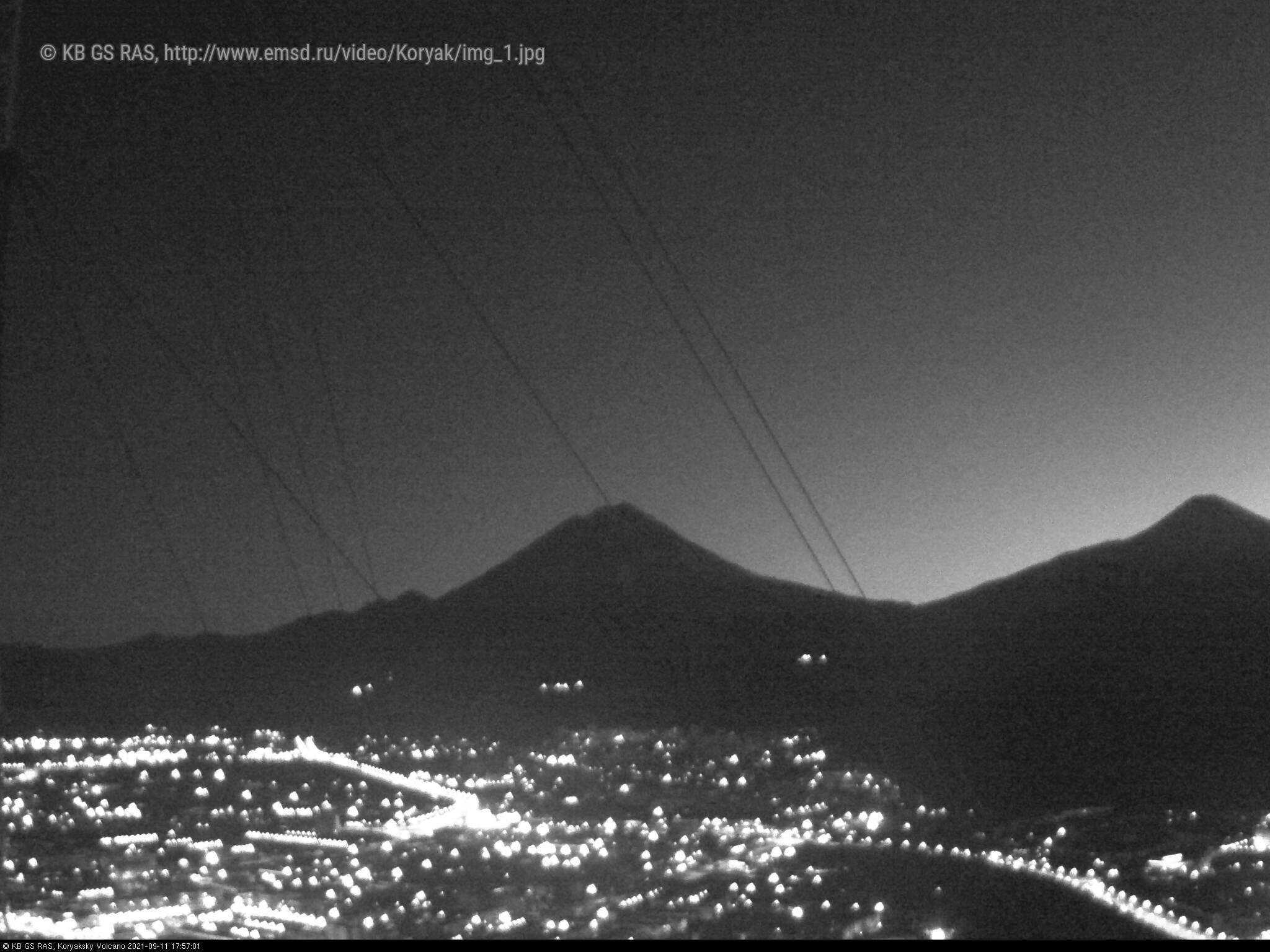 Веб камера показывает вулкан Корякский на Камчатке